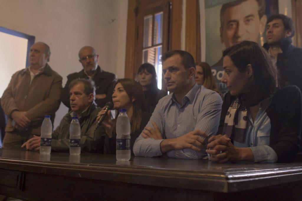 Conferencia de prensa en el local de Cumplir- (1)