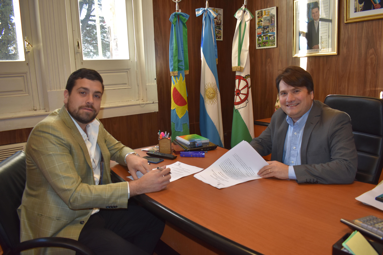 Gral Rodríguez / Kubar y Delfino firmaron convenio para equipos oftalmológicos y odontológico