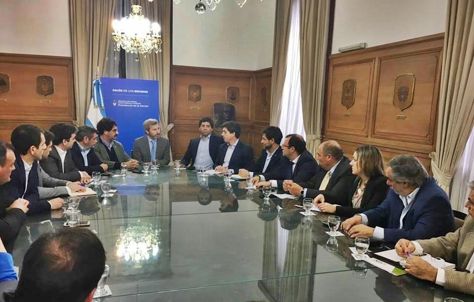 Legisladores e intendentes bonaerenses se reunieron con Frigerio para analizar el avance de obras hídricas y viales en el noroeste de la provincia