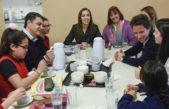 """Vidal visitó el distrito del primo del presidente y lo felicitó por la iniciativa """"ver para crecer"""""""
