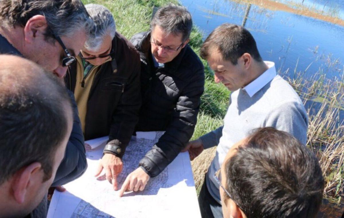 Bolivar / Construyen un canal alivianar las zonas afectadas por las inundaciones