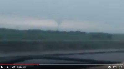VIDEO / Un automovilista filmó un aparente tornado en la Autopista La Plata