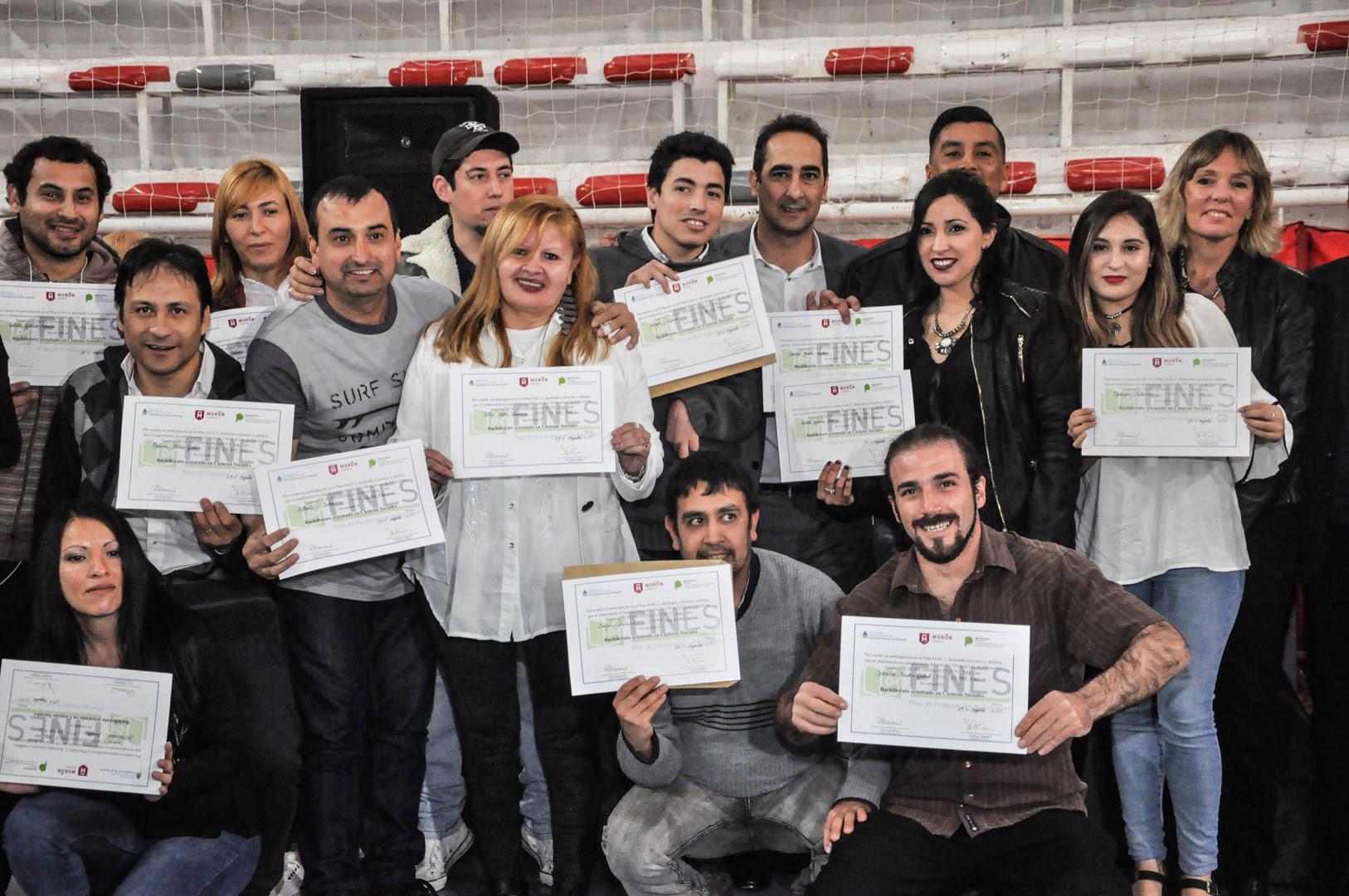 Morón / Tagliaferro entregó diplomas a 250 egresados del Plan FINES 2