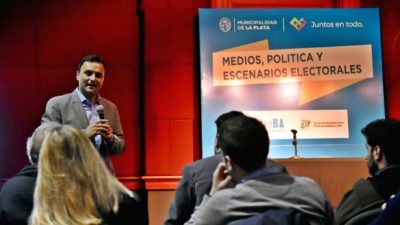 """Se realizó en el Pasaje Dardo Rocha la primera charla del ciclo """"Pensar y Decidir 2017"""""""