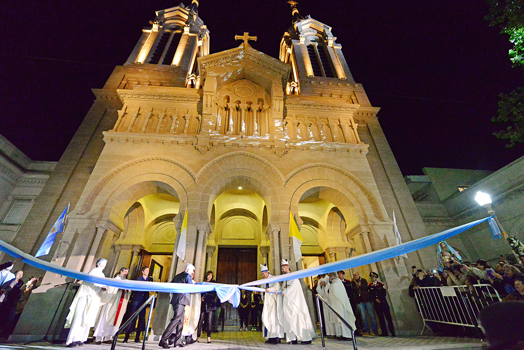 San Fernando / Inauguraron la Parroquia Aránzazu con la presencia de Patricia Sosa