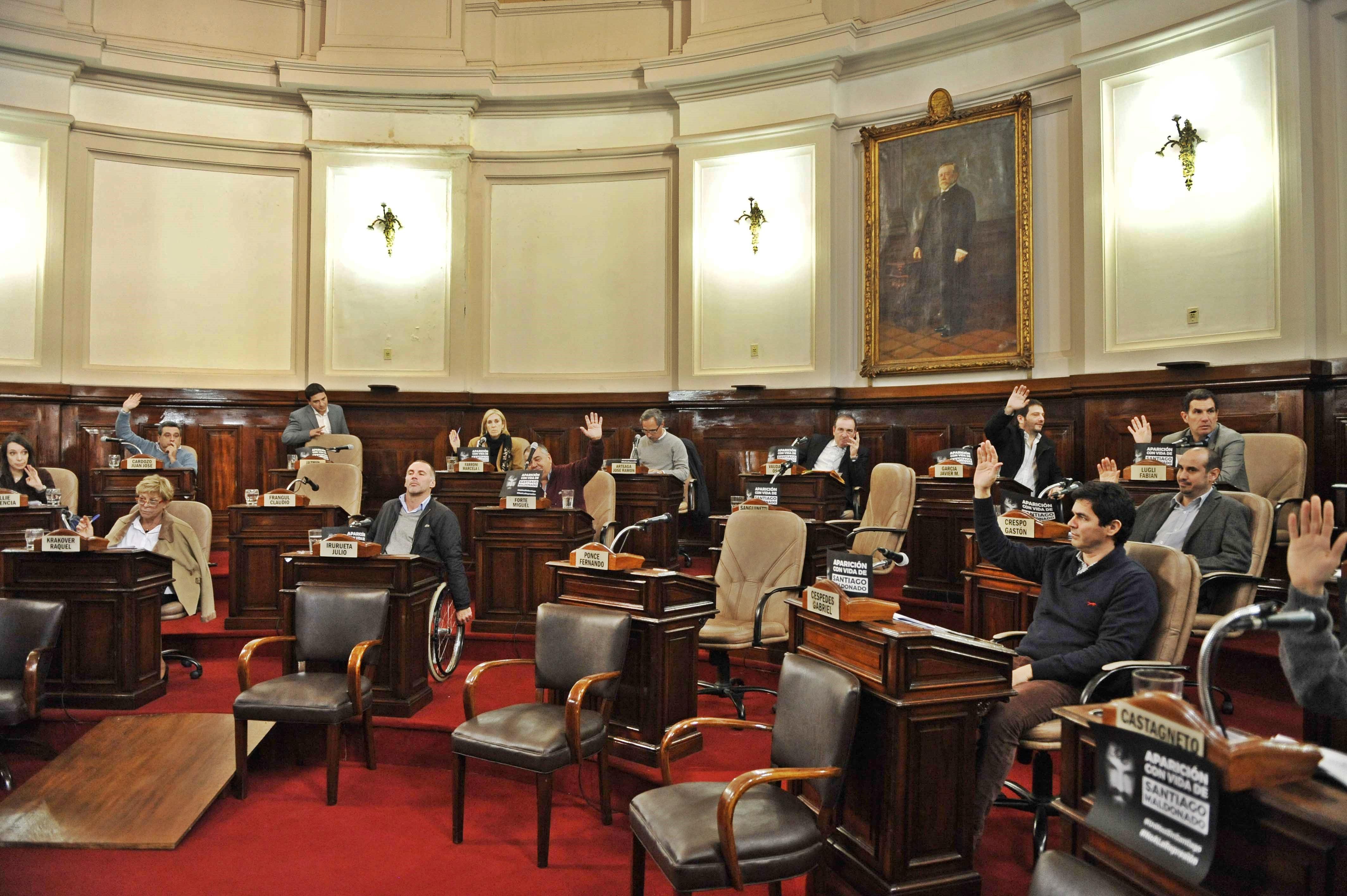 La Plata/ El concejo deliberante aprobó una ordenanza que prohíbe la quema de naumáticos en vía pública
