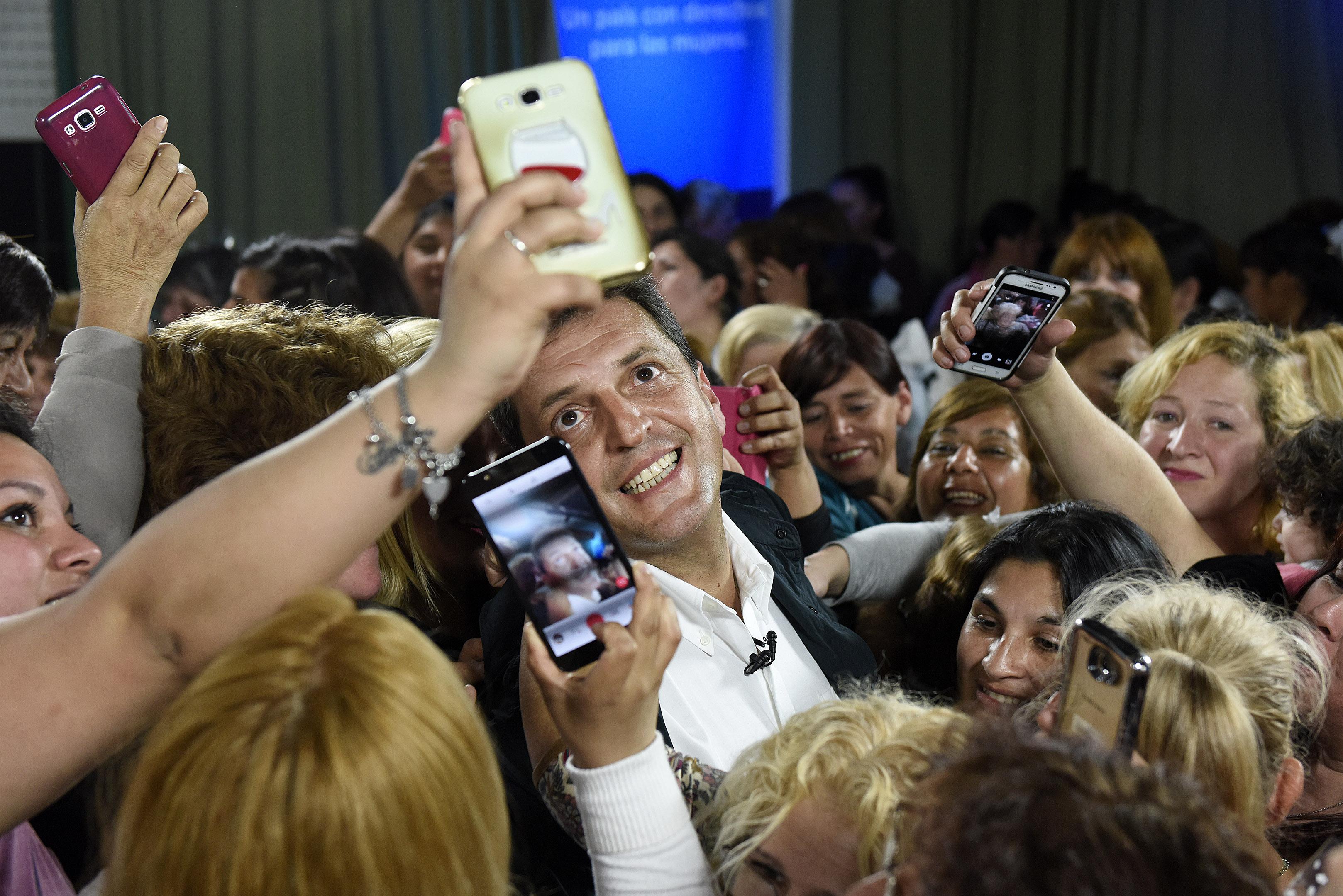 """Massa con mujeres en La Matanza: """"necesitamos que tengan igualdad en el mercado laboral, que sean tratadas por igual"""""""