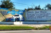 """Carlos Casares / Artista local restauró el monumento al máximo ídolo de la ciudad """"Roberto Mouras"""""""