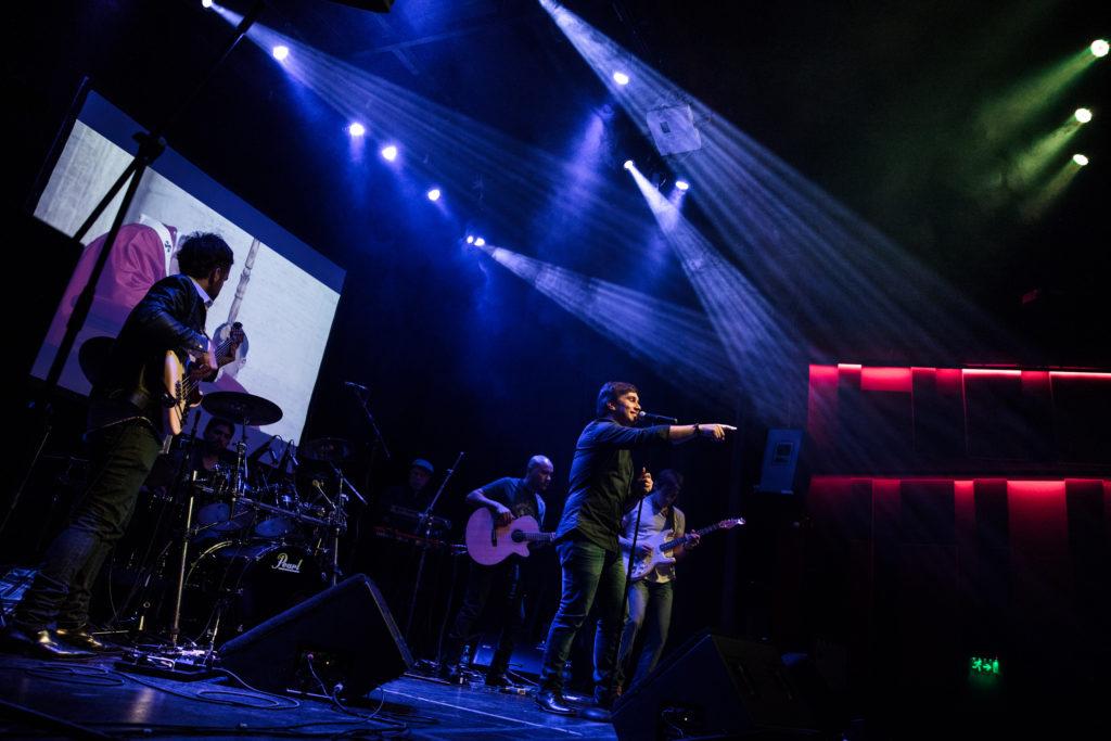 En pleno show (Foto: Flor Jacobs)