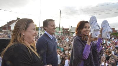 """Cristina en Esteban Echeverría: """"los intendentes le ponen el pecho a los desastres que está viviendo el país"""""""