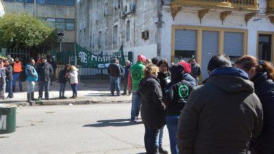 Moreno / Municipales protestan por el pago en cuotas de sus salarios y el intendente Festa les dio la razón