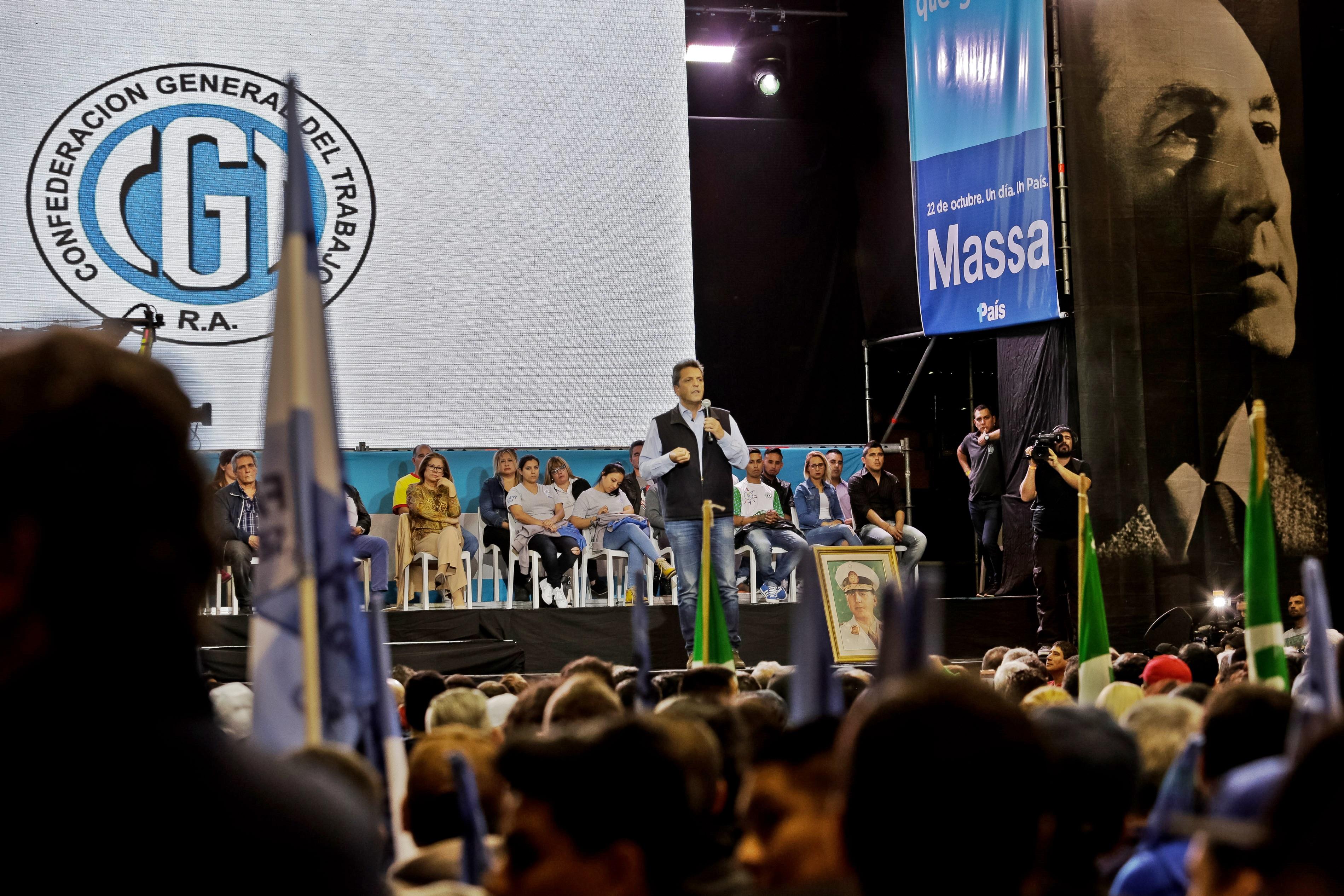 """Sergio Massa recibió el apoyo de la CGT """"el trabajo no es un costo"""""""
