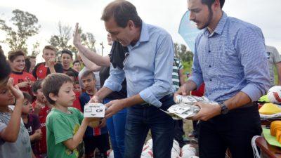 """La Plata / Garro visitó el club Independiente de Abasto: """"los clubes aportan la contención y los valores que nuestros chicos necesitan"""""""