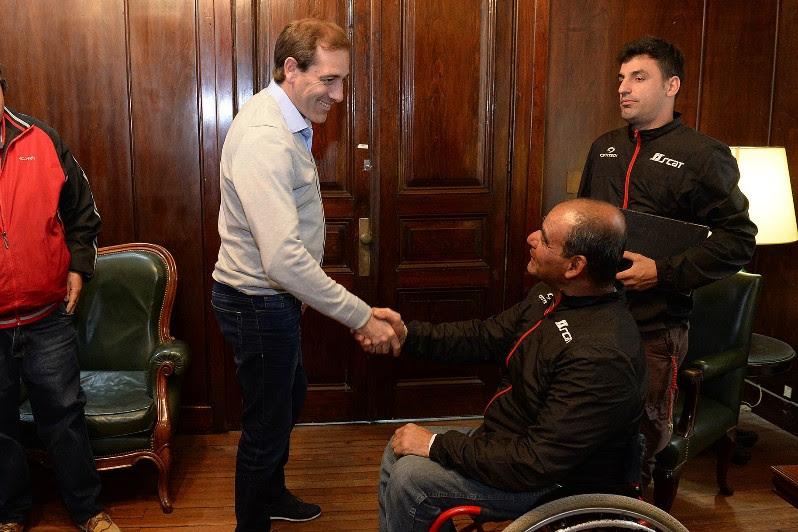 El campeón argentino de Maratón en silla de ruedas estuvo en La Plata concientizando sobre accesibilidad