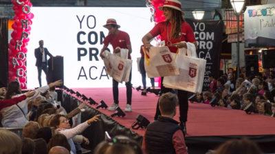 """Morón / Se llevó a cabo un megadesfile en el lanzamiento del programa """"Yo Compro Acá"""""""
