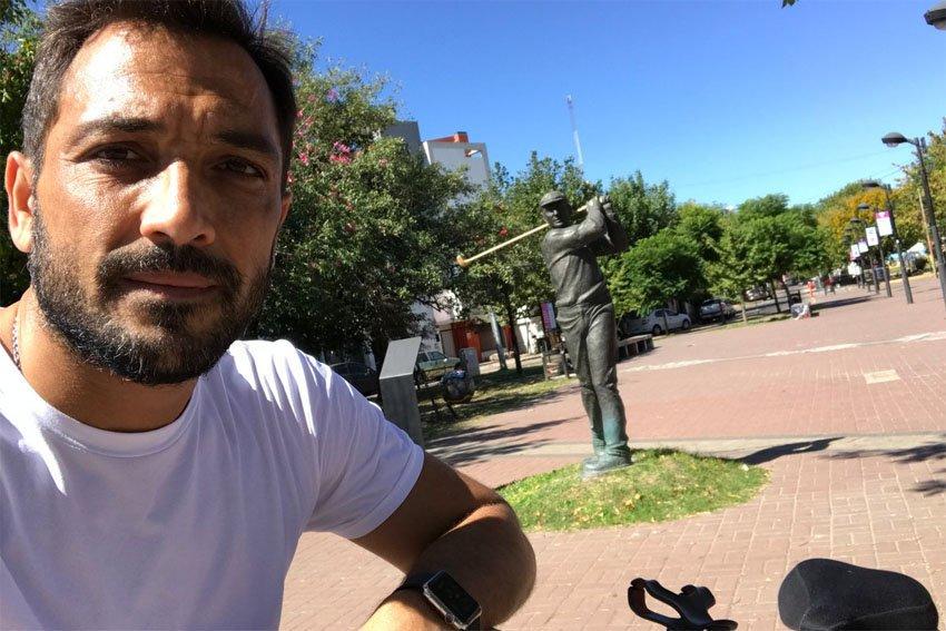 Como Shakira, Patricio Mussi recorre Berazategui en bicicleta