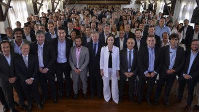 Vidal anunció que eliminará 221 cargos políticos y jubilaciones de privilegio