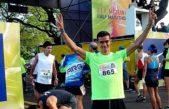 Un recolector de residuos empezó a correr maratones y ahora da pelea a los mejores del running