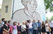 Inauguraron un mural sobre Estela de Carlotto en Ingenieria de la UNLP y ella dejó su huella