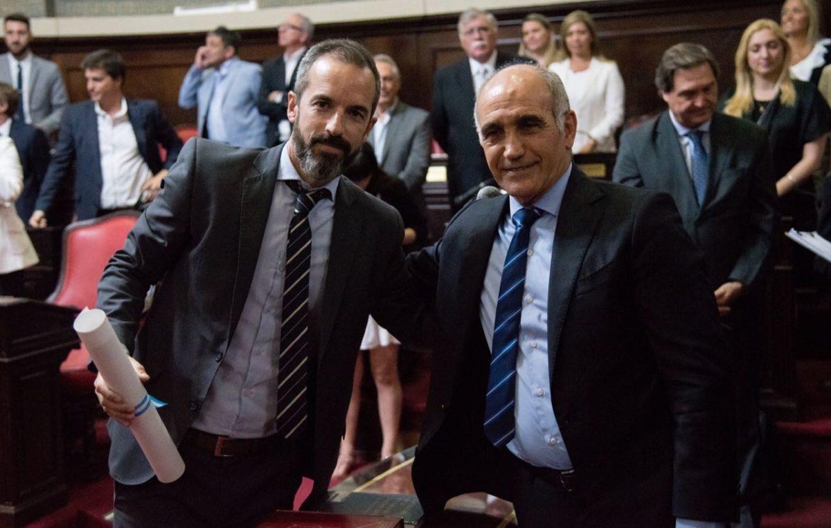"""Jáuregui juró como Senador y aseguró: """"somos un equipo al que le gusta consensuar"""""""