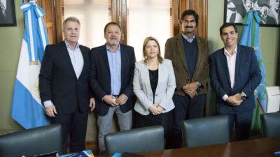 Costa celebró la firma de un convenio de eficiencia energética en el senado provincial
