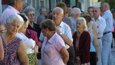 Trabajadores del Banco Supervielle protestan por la pésima atención que reciben los jubilados