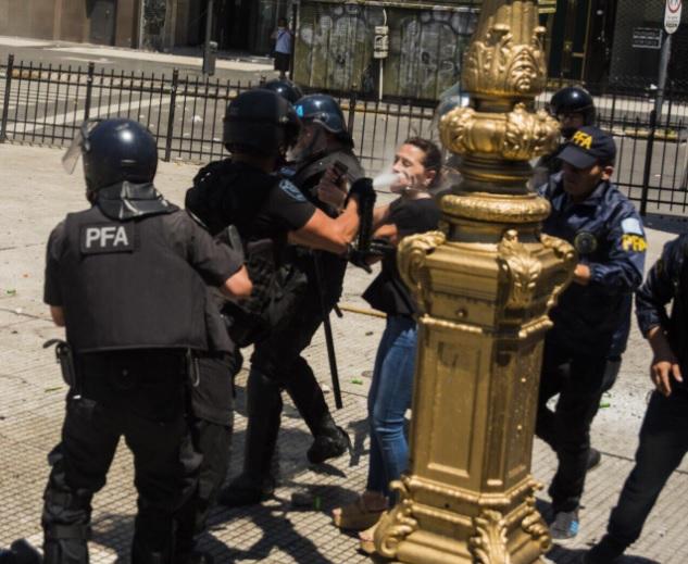 Represión en el Congreso: agredieron a la Diputada Mayra Mendoza