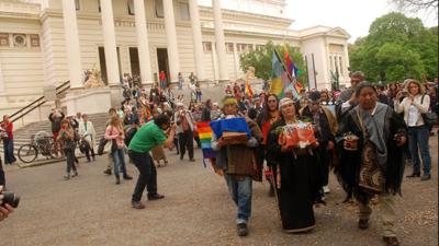 """El Museo de La Plata restituyó restos mapuches a la comunidad """"Peñi Mapu"""" de Olavarría"""