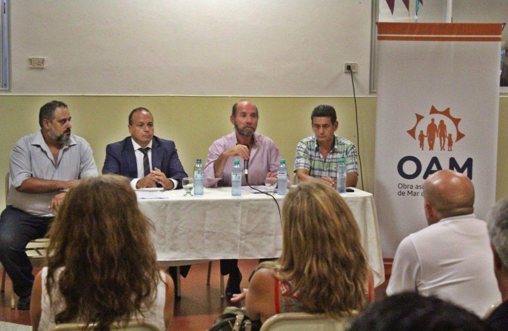 El presidente Rubén Pili y el abogado César Sivo dieron detalles de la denuncia, acompañados por miembros del Consejo Directivo de OAM