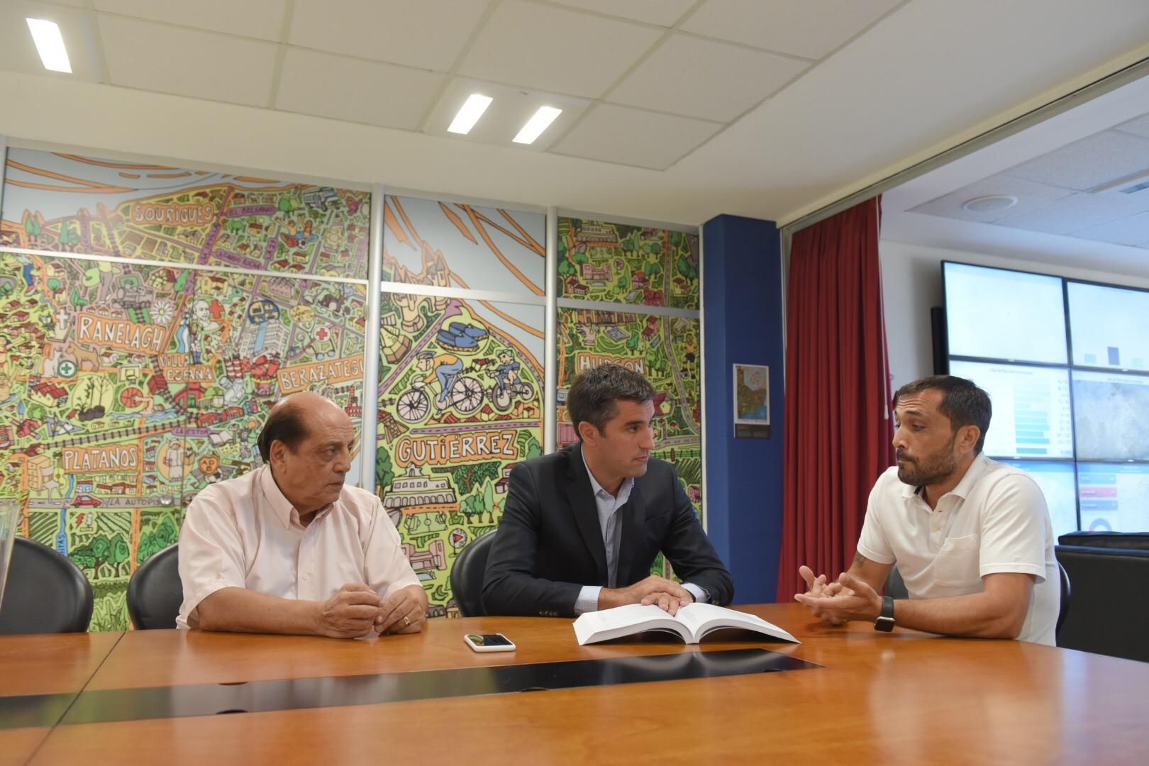 """Berazategui se adhiere al Pacto Fiscal y Mosca los felicitó """"por cuidar los recursos de los vecinos de la provincia"""""""