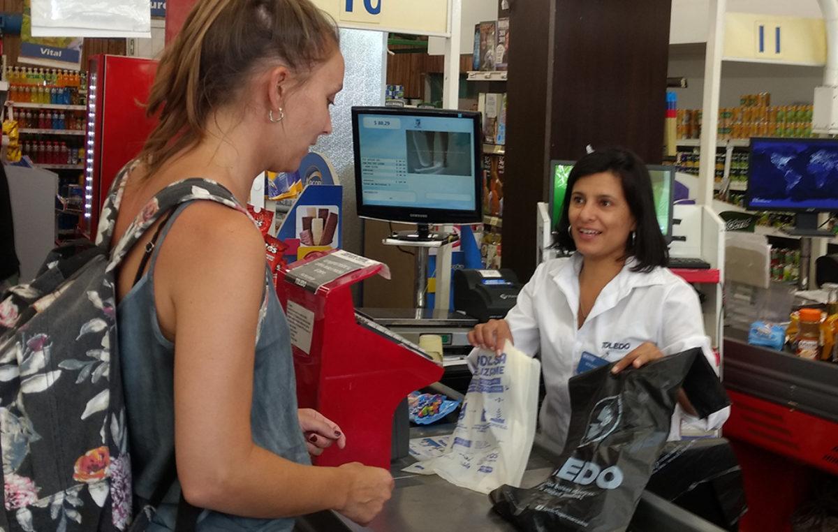 Para imitar: supermercados de Mar del Plata entregan bolsas biodegradables para cuidar el medioambiente