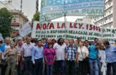 Masiva protesta de Bancarios en La Plata contra la reforma previsional y el 9% de aumento