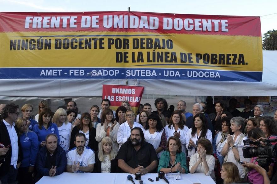 Vidal convocó finalmente a la paritaria salarial docente