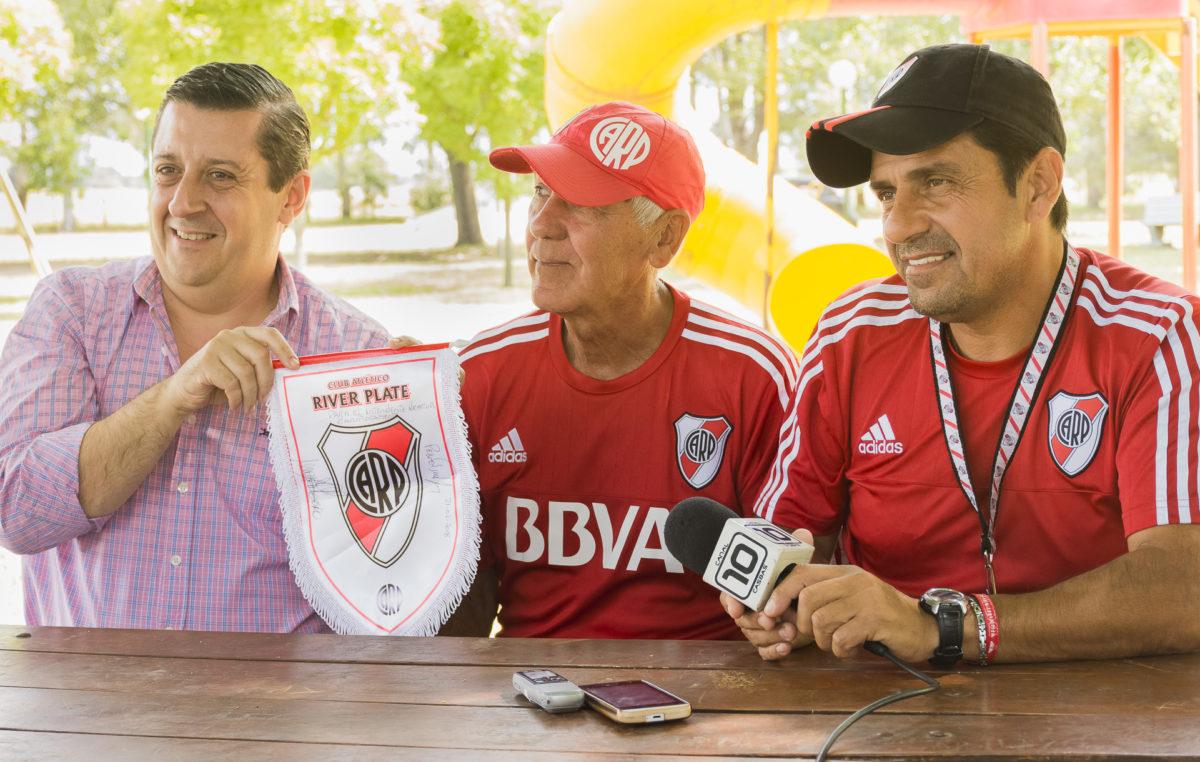 River Plate probó jugadores en Guaminí y el intendente aprovechó para demostrar su fanatismo por el millo