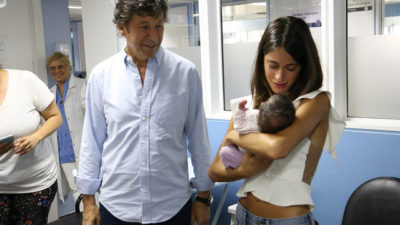 """Tini pasó por el hospital materno infantil de San Isidro del cual es madrina """"Estoy feliz de visitar a los chicos"""""""