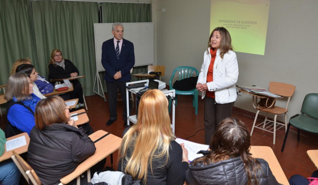 En San Isidro se realizan capacitaciones para personas que cuidan pacientes con alzheimer