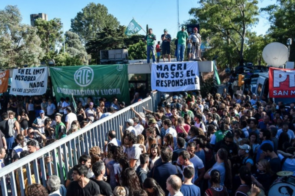 """Especialistas del INTI aseguran que con los despidos el gobierno """"atenta contra la continuidad de líneas de trabajo estratégicas"""""""