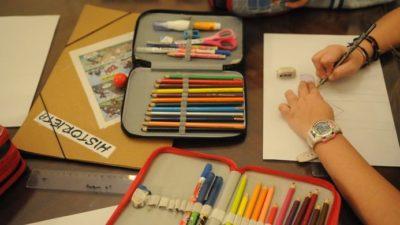 Afirman que a los chicos les cuesta sostener los lápices por el uso excesivo de la tecnología