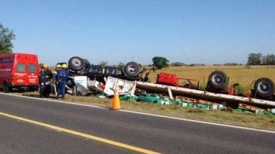 Volcó un camión con 19 mil litros de glifosato concentrado en 9 de Julio