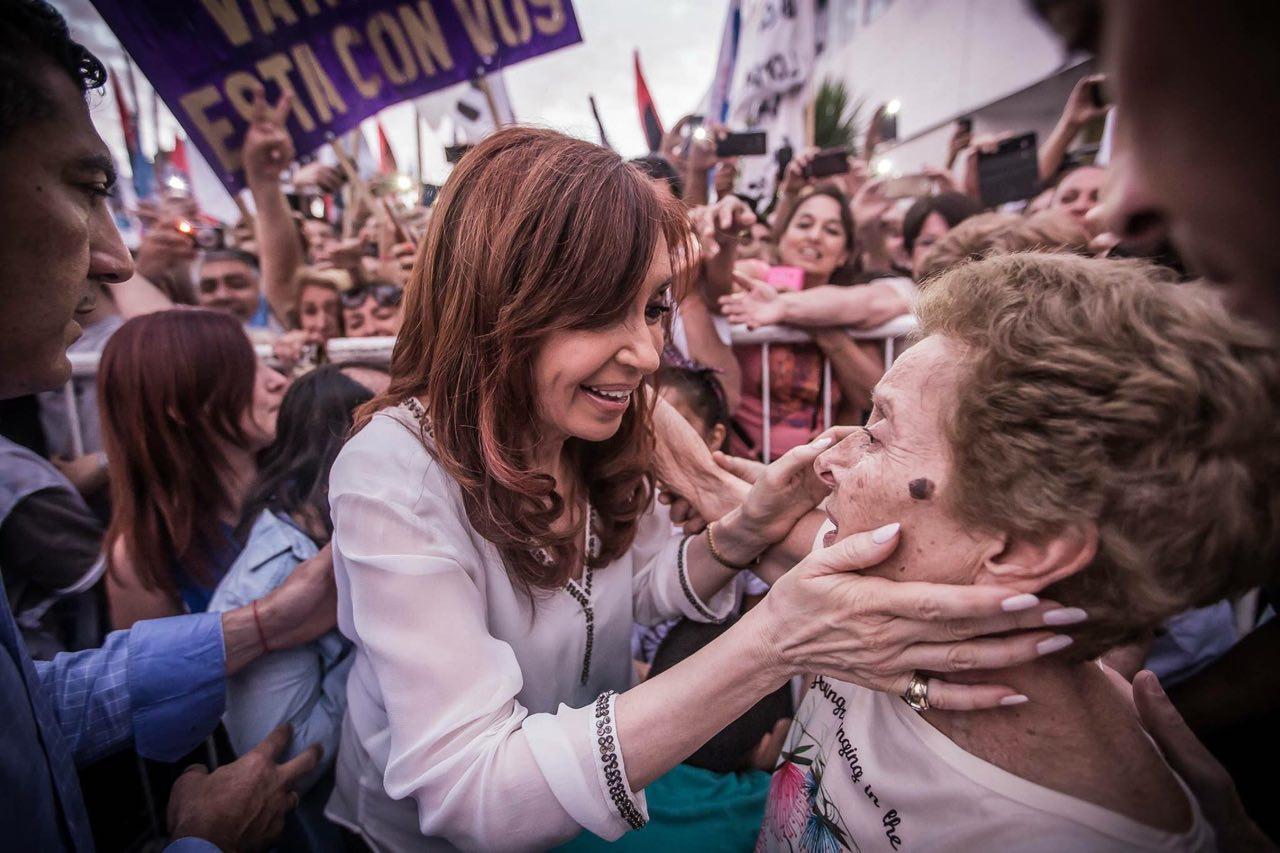 CFK propone un bono para recomponer la pérdida por el ajuste que impone el gobierno