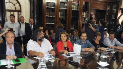 """Vidal mantuvo la propuesta, los docentes sienten una """"tomada de pelo"""" y van al paro"""