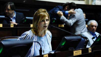 """Florencia Saintout: """"Vidal no dijo que por primera vez en la historia se están cerrando escuelas"""""""