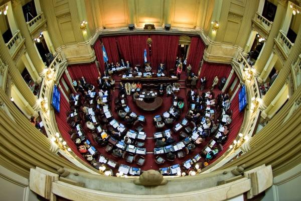 Senadores de Unidad Ciudadana piden interpelar al titular de IOMA por una deuda millonaria