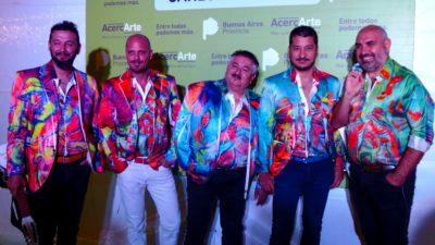 Con un show atractivo y vibrante Los Tekis cerraron AcercArte en Carlos Casares