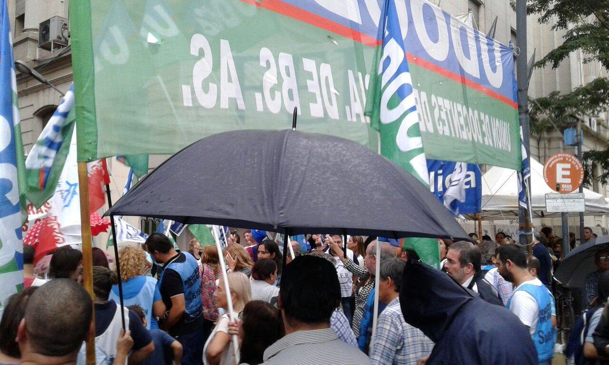 Los sindicatos docentes rechazaron la última oferta salarial y lanzaron un paro