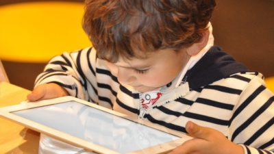 Mirá lo que produce el uso excesivo de la tecnología en niños según un estudio del Colegio de Kinesiólogos