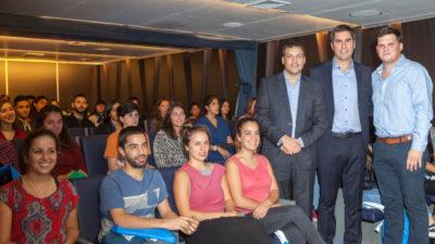 El intendente de La Costa entregó becas a estudiantes que residen en La Plata
