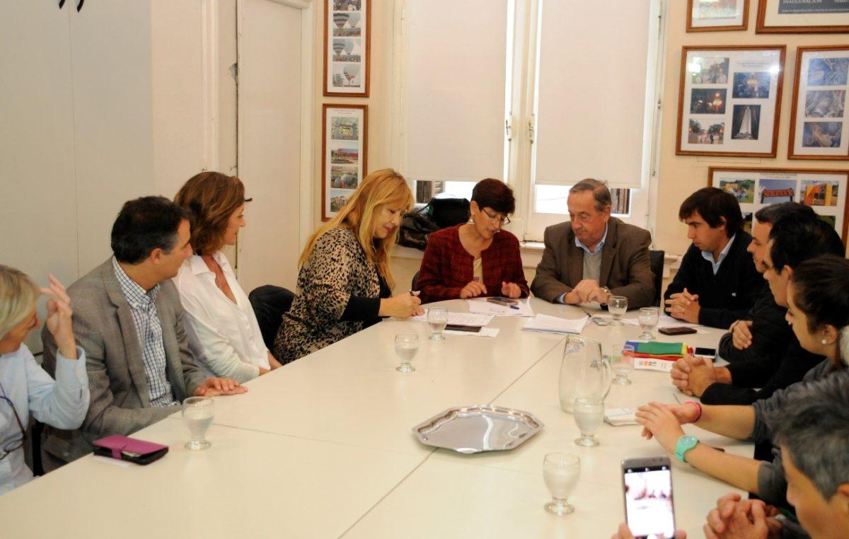 Se firmaron convenios en Tandil para la profundización de políticas de género y diversidad sexual