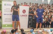 José Meolans brindó una clínica de natación en Lanús para más de 200 familias