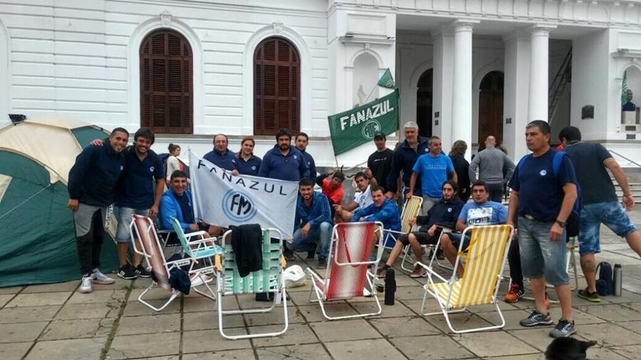 """La """"ayuda social"""" de Provincia para los despedidos FANAZUL terminó siendo un adelanto de indemnización"""